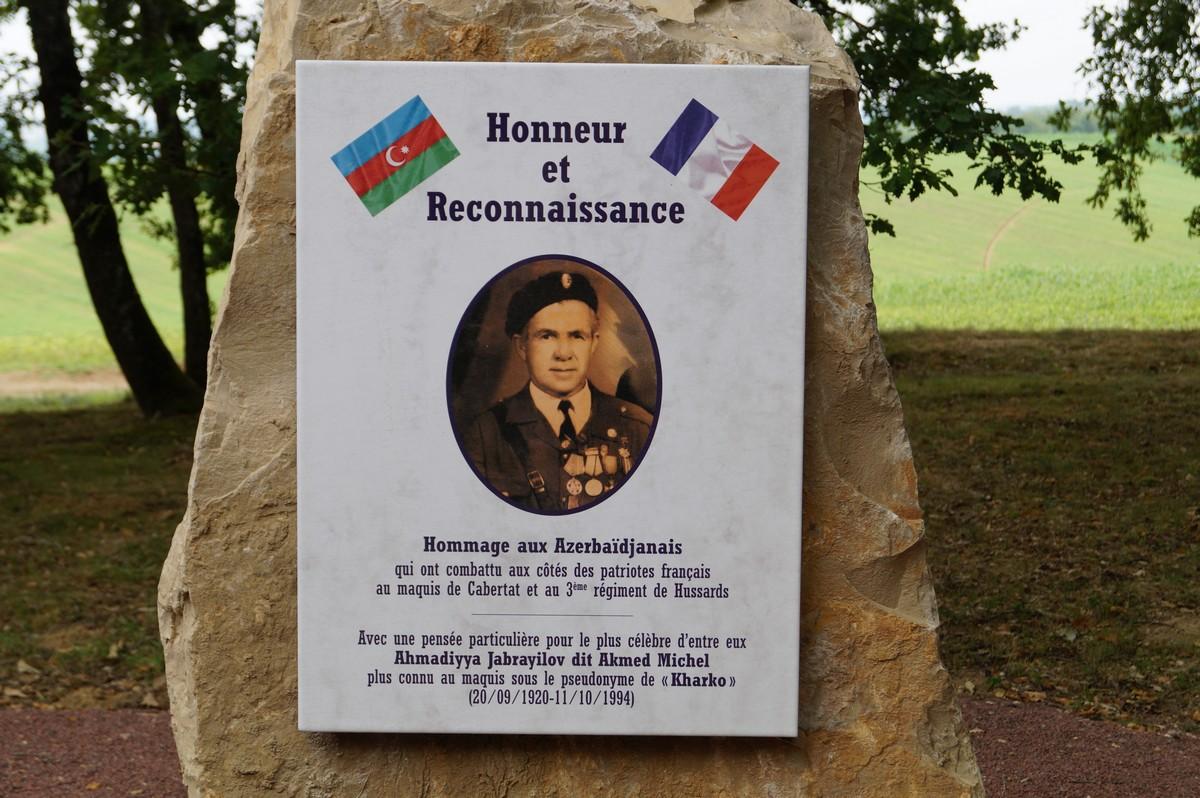 [Histoires et Histoire] Monuments aux morts originaux Français Tome 1 - Page 30 472611DSC03432