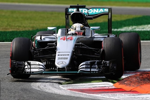 F1 GP d'Italie 2016 (éssais libres -1 -2 - 3 - Qualifications) 4827212016gpditalieessaislibres2lewishamilton2
