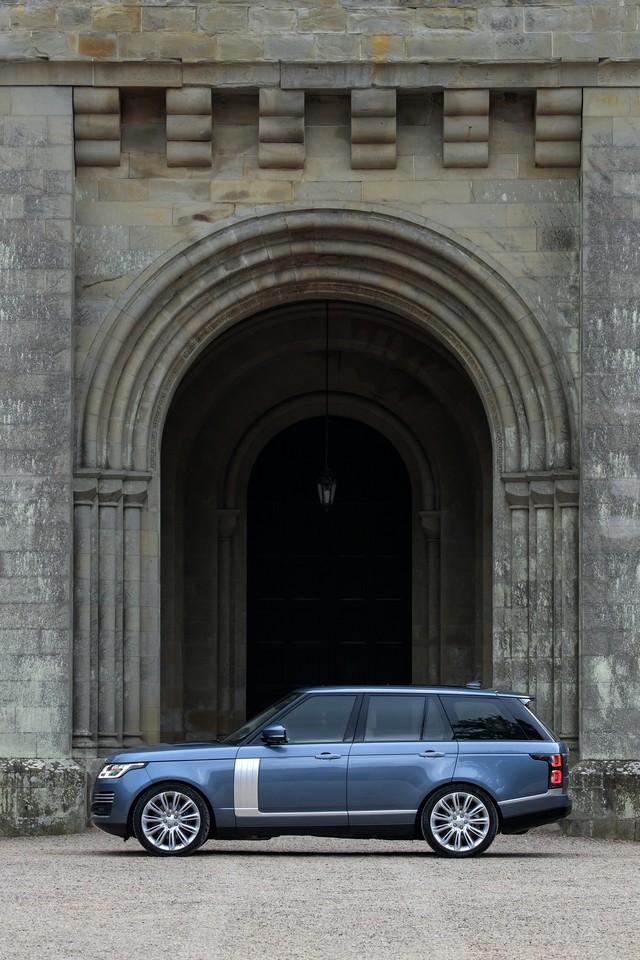 Le Nouveau Range Rover intègre dans sa gamme une motorisation essence hybride rechargeable 486601rr18mystatic10101712