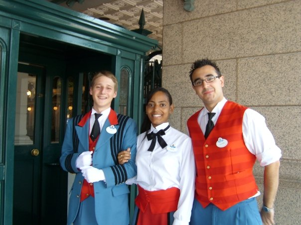 Les costumes des Cast members - Page 22 486907TicketingParcDisneyland