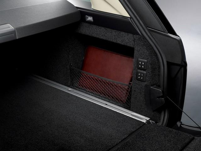Le Nouveau Range Rover intègre dans sa gamme une motorisation essence hybride rechargeable 487466rr18mydetail10101718