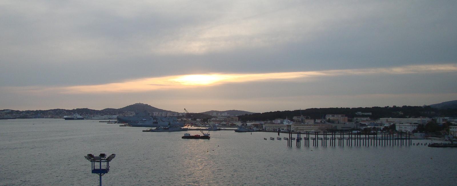 [Les Ports Militaires de Métropole] Visite de la rade de Toulon - Page 11 489290DSC05736001