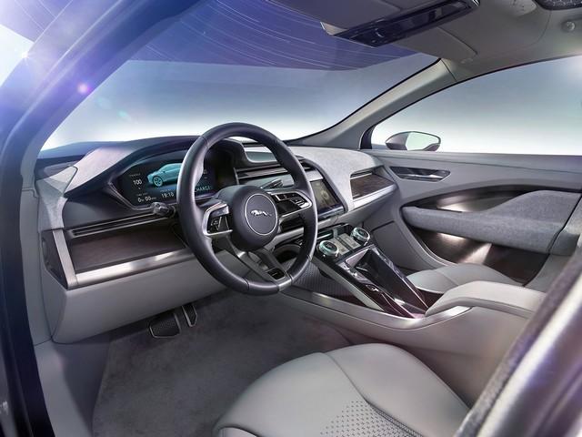 Jaguar Dévoile Le Concept I-PACE : Le SUV Électrique Performant 496335jaguarinterieuripacetableaudebord