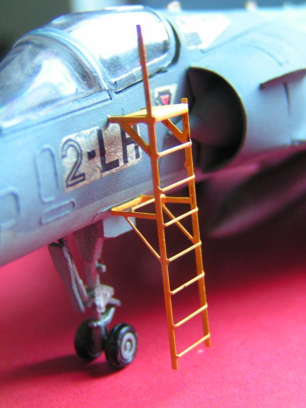 photo decoupe d'echelles d'accès au cockpit d'avions francais 72ème 500439PICT0170