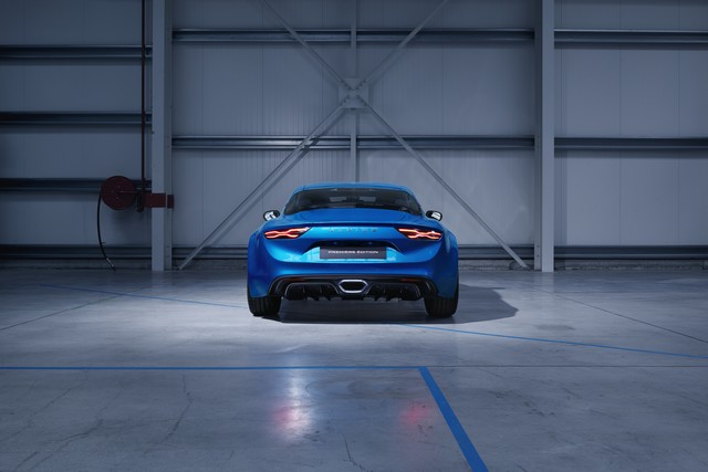 Alpine est de retour - A110, la voiture de sport française agile et compacte 5026618833516