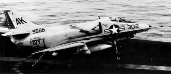 DOUGLAS A-4 SKYHAWK [NOUVELLE VERSION] 504754DouglasA4CSkyhawkVA66CVS11Vietnam196869