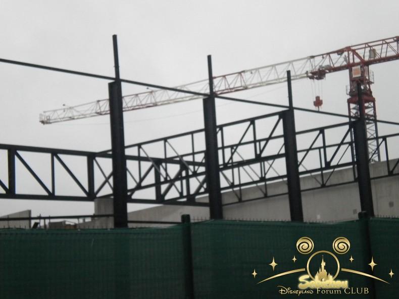 Construction du Dark Ride Ratatouille pour 2014 - Page 40 507215DSCN9976border