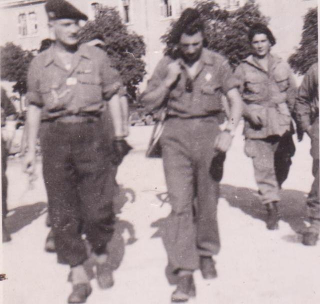Recherches d'informations sur Bernard SENUT engagé au 1 er Bataillon De Choc 512334CaserneVaillantleChocDporteunetenuedesautUS