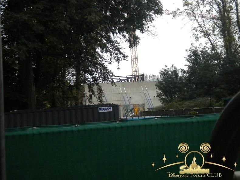 Construction du Dark Ride Ratatouille pour 2014 - Page 40 515144DSCN9953border