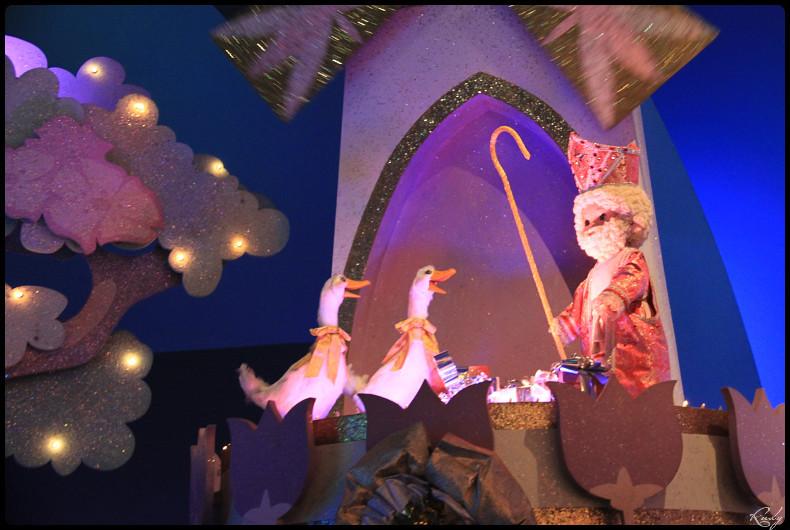 It's small world re- décoré  pour Noël - Page 5 529780IMG0529border
