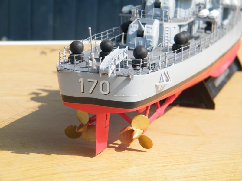 Destroyer Fletcher-Class au 1/144 53418220110901Destroyer0002
