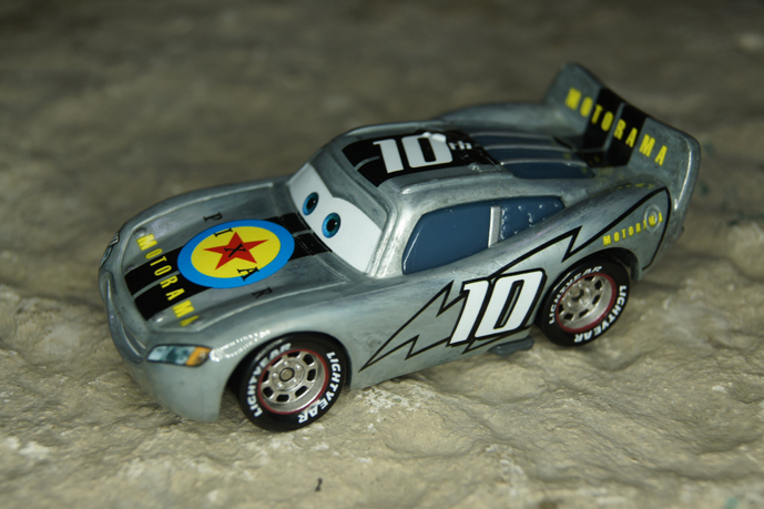 [recensement] Lightning McQueen Pixar Motorama - Page 7 537785DSC02184web