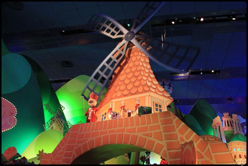 It's small world re- décoré  pour Noël - Page 5 551383IMG0492border
