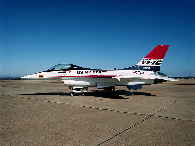 MCDONNELL-DOUGLAS F/A-18 HORNET  560297YF16