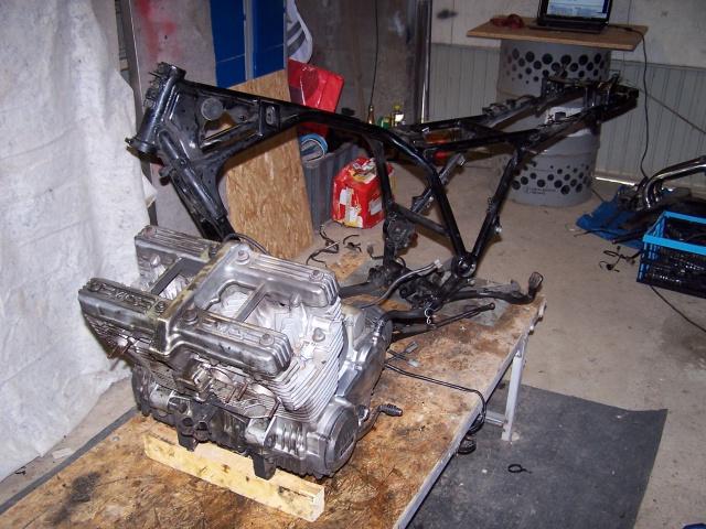 Encore une 900 XJ en mode Brat 563337cadreetmoteur