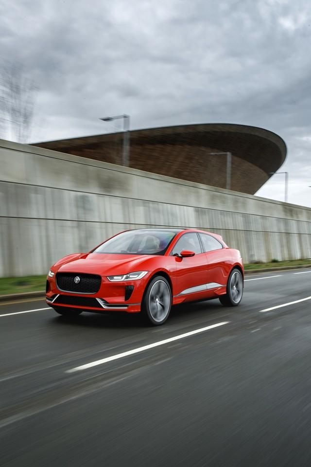 Le concept électrique Jaguar I-Pace dans les rues de Londres  569549ipacelondon014