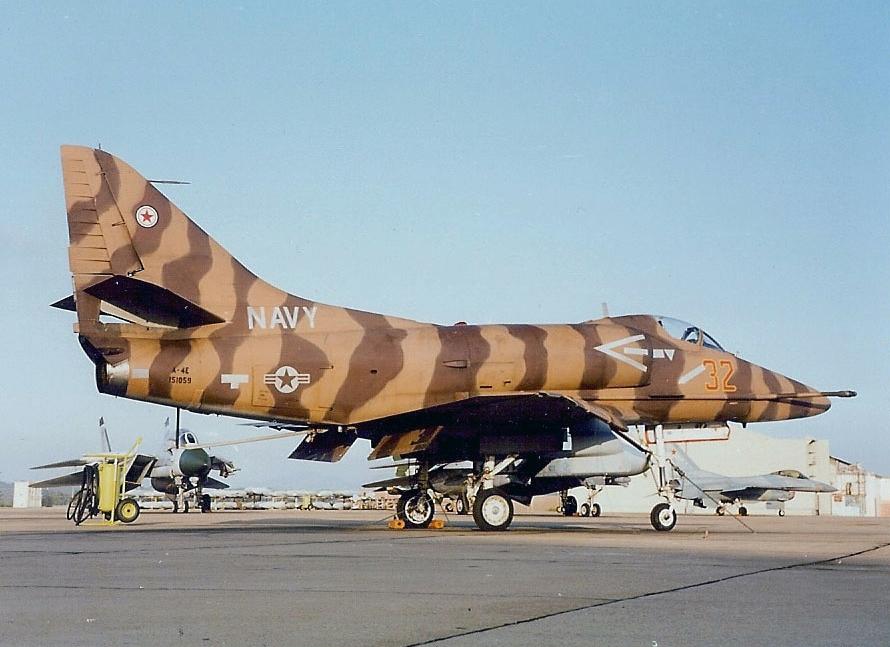 DOUGLAS A-4 SKYHAWK [NOUVELLE VERSION] 574011DouglasA4ESkyhawkVF1262