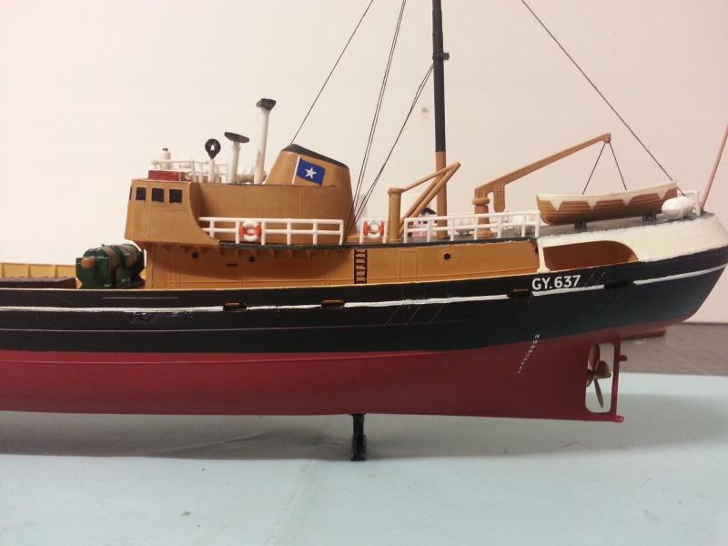 NorthSea Fishing Trawller de Revell au 1/142° - Page 2 577984CH30
