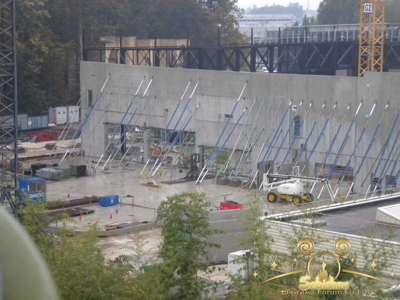 Construction du Dark Ride Ratatouille pour 2014 - Page 40 588642DSCN9990border
