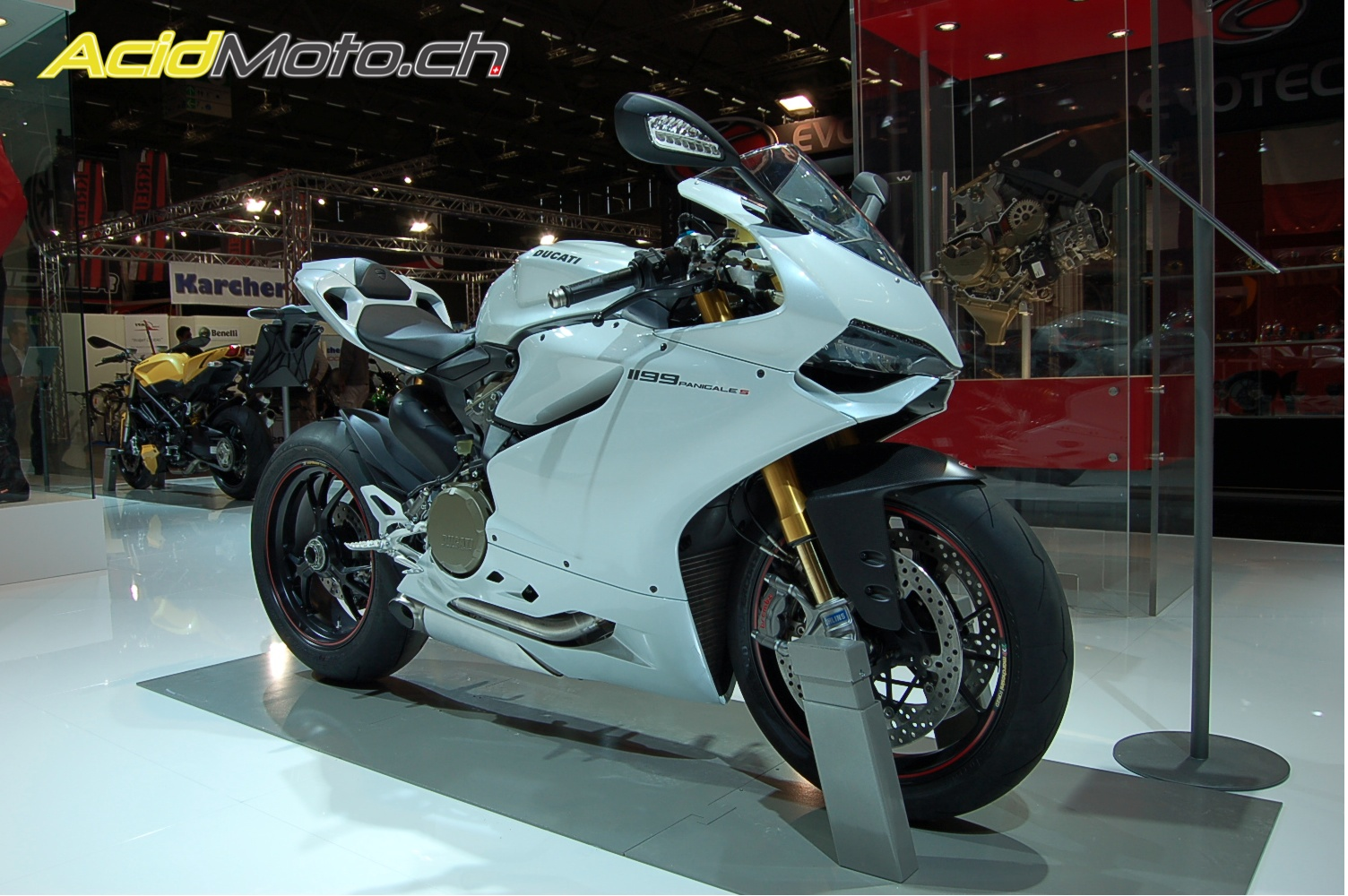 ducati 1199 Panigale ( Topic N.3 ) - Page 4 591700ducatipanigalewhite