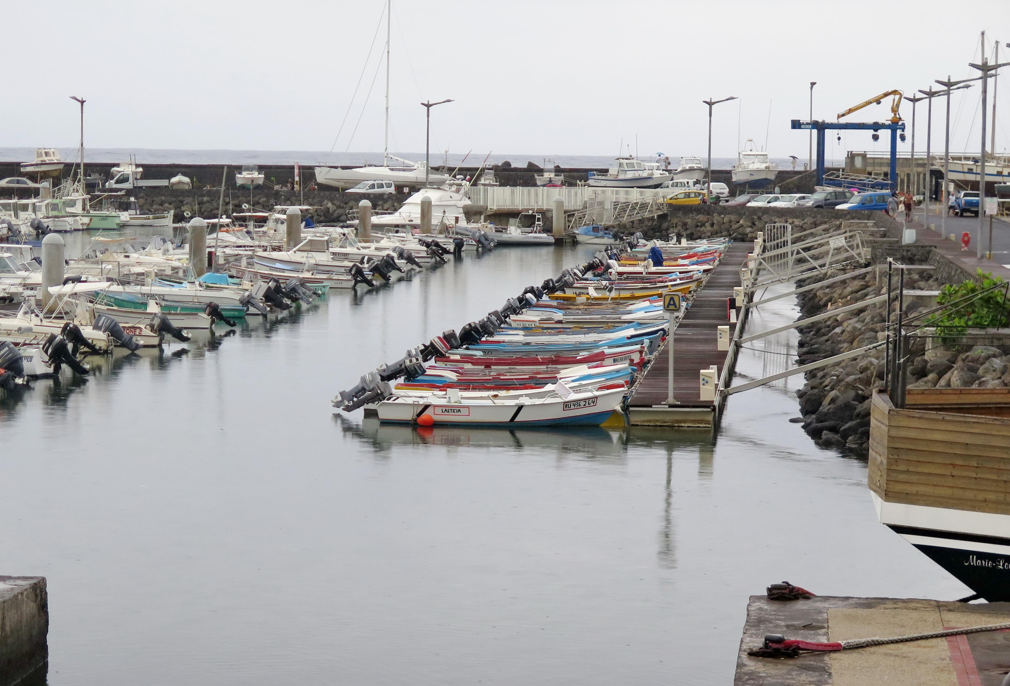 [Vie des ports] Les ports de la Réunion - Page 2 596281saintpierre011
