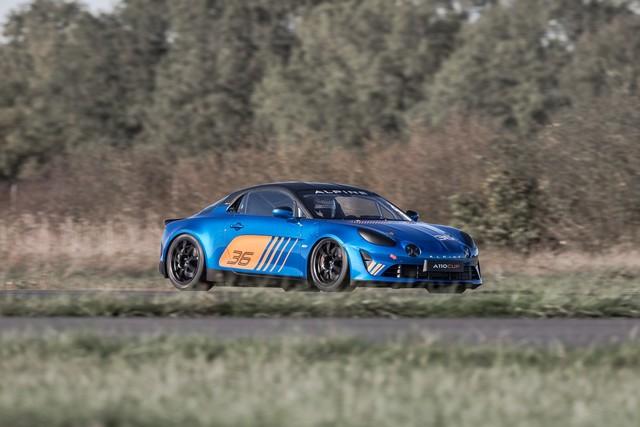 Alpine A110 Cup : une authentique voiture de course, taillée pour les plus grands circuits européens 600655211987042017AlpineA110Cup