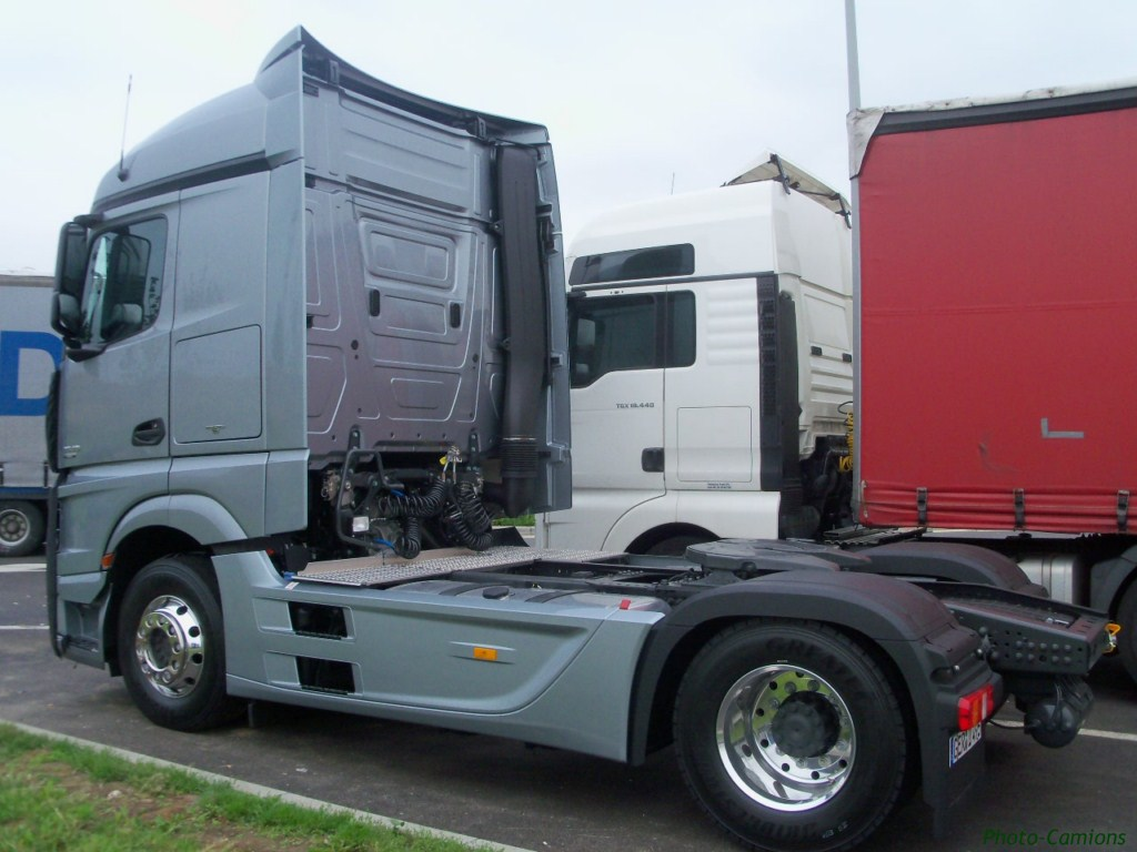 Mercedes Actros MP4 (euro 6 )  604842photoscamion25VI1118Copier