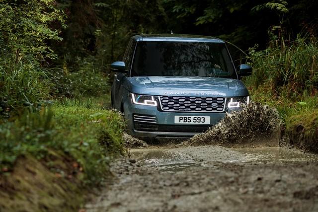 Le Nouveau Range Rover intègre dans sa gamme une motorisation essence hybride rechargeable 614186rr18myallterrain10101705