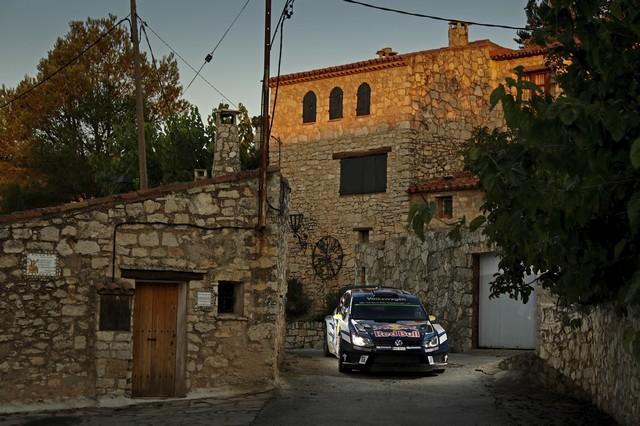Rallye d'Espagne Jour 2 : Ogier/Ingrassia prennent la tête de la course  623059hd032016wrc11bk62106