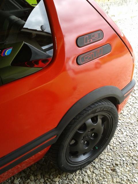 [AutoRétro-63]  205 GTI 1L9 - 1900cc rouge vallelunga - 1990 - Page 4 62468820130520121239