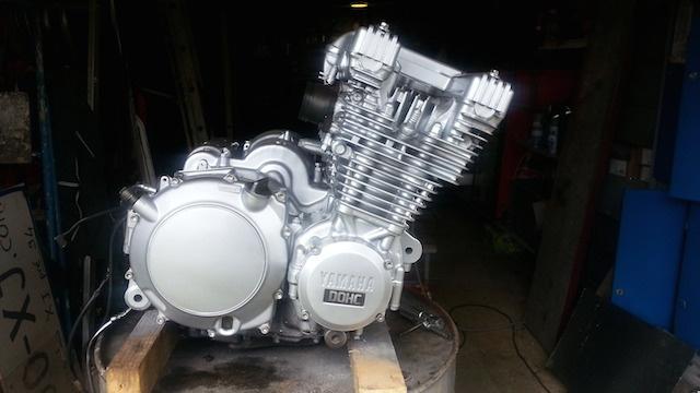 Encore une 900 XJ en mode Brat 633739moteur1