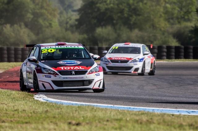 Carton Plein Pour La Peugeot 308 Racing Cup À Nogaro 64117658f49c7faac61