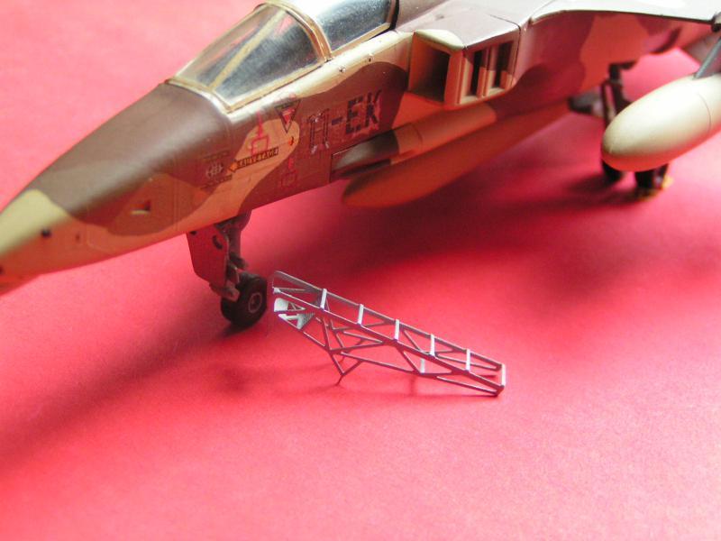 photo decoupe d'echelles d'accès au cockpit d'avions francais 72ème 641491PICT0133