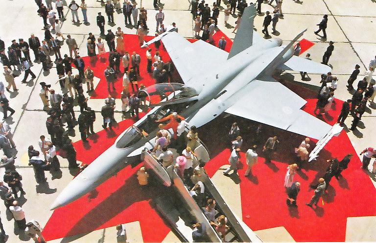 MCDONNELL-DOUGLAS F/A-18 HORNET  642481F_18B_Canadien_1