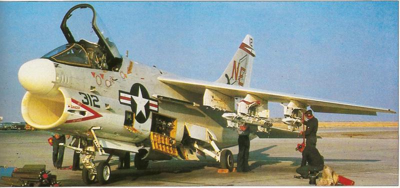 MCDONNELL-DOUGLAS F/A-18 HORNET  643518Vought_A_7_Corsair_II