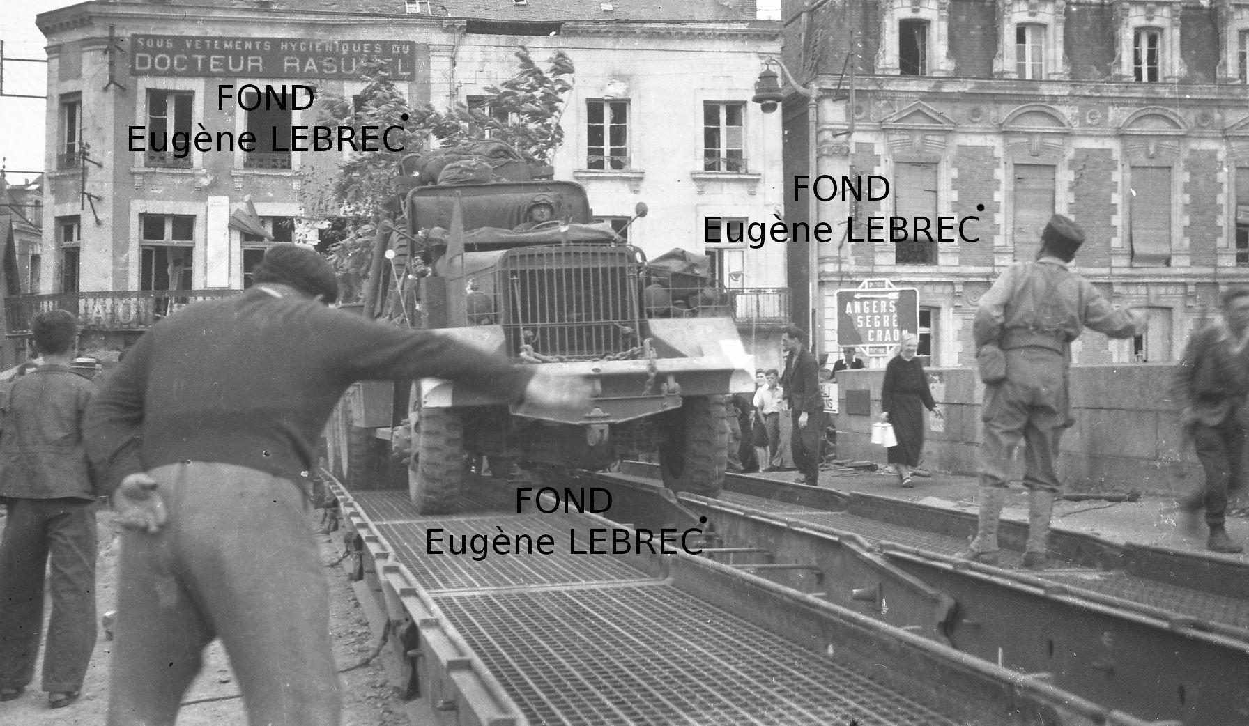 Chateau Gontier (Mayenne), véhicules à identifier - Page 2 64962214