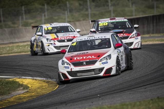 Carton Plein Pour La Peugeot 308 Racing Cup À Nogaro 65224158f3d04c49a59