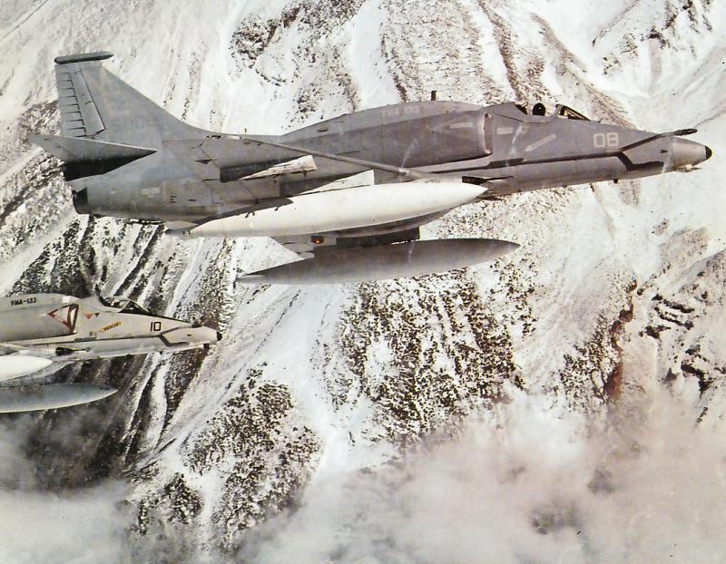 MCDONNELL-DOUGLAS F/A-18 HORNET  653203A_4F_Mount_Shasta