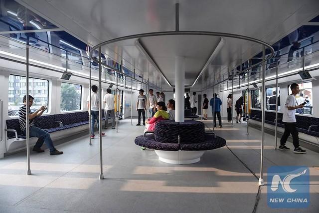 """Chine : premier bus """"surélevé"""" qui circule au-dessus des voitures  653693tebchine3"""