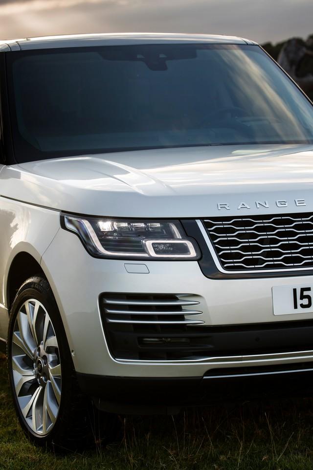 Le Nouveau Range Rover intègre dans sa gamme une motorisation essence hybride rechargeable 663595rr18myphevlwbstatic10101706