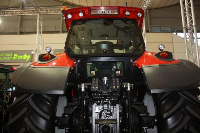 Photos de tracteurs Zetor  - Page 2 663765IMG5002