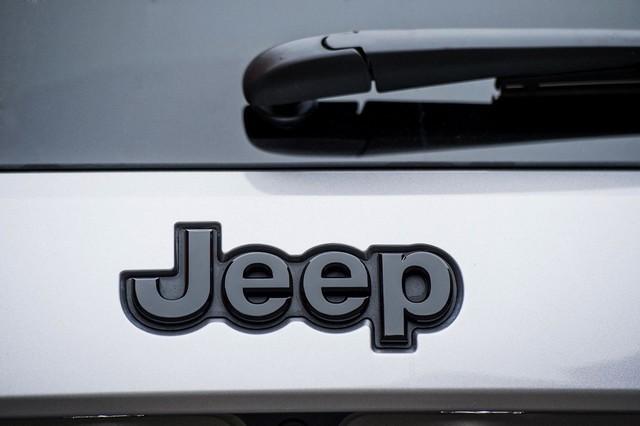 Jeep® au Salon de Genève 2017 664803170301JeepGrandCherokeeNightEagle05