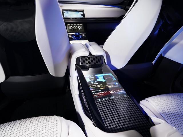 Jaguar C-X17 Concept Sport Crossover dévoilé au Dubaï Motor Show  668149jaguarcx17conceptdubaimotorshow23