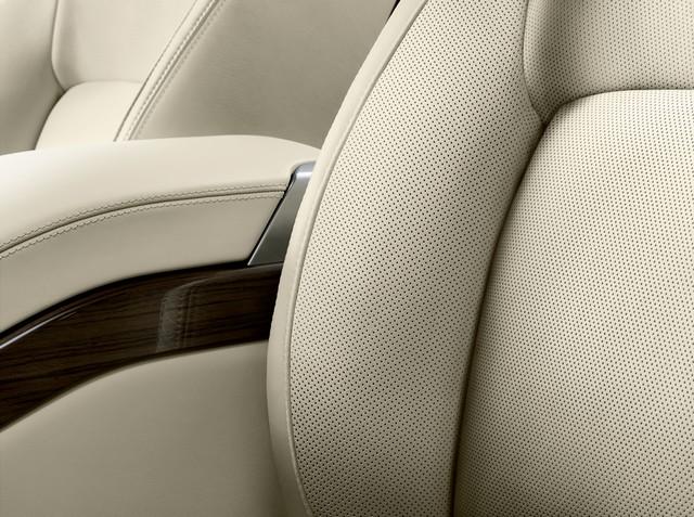 Le Nouveau Range Rover intègre dans sa gamme une motorisation essence hybride rechargeable 670479rr18mydetail10101709