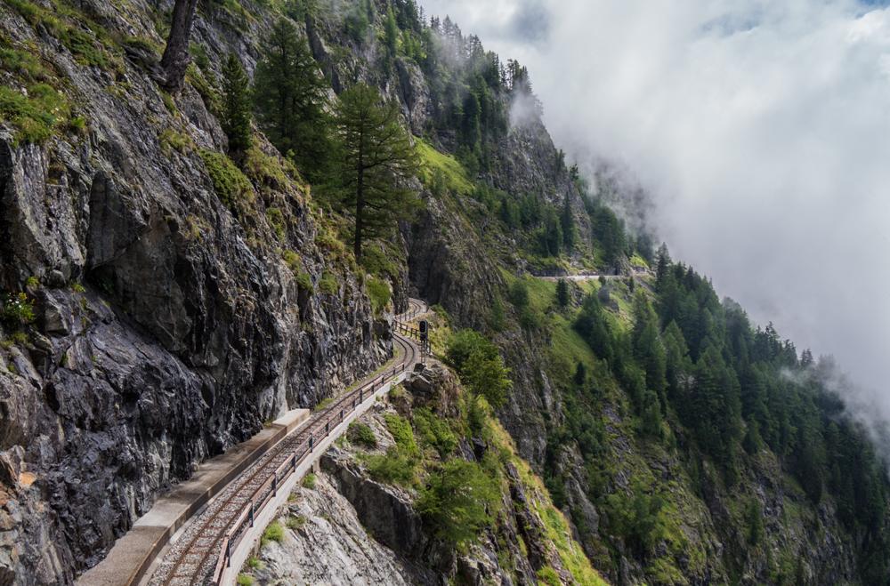 Petit train s'en va dans la montagne 685537Petittrain
