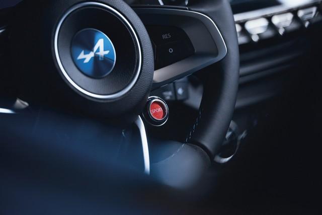 Alpine est de retour - A110, la voiture de sport française agile et compacte 6972858833916