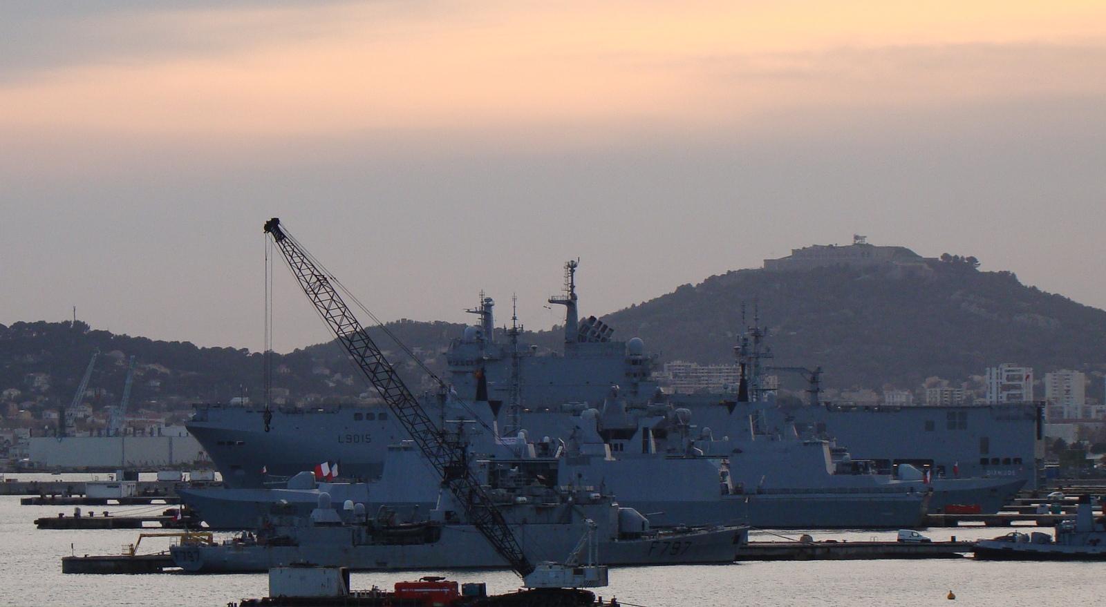 [Les Ports Militaires de Métropole] Visite de la rade de Toulon - Page 11 703042DSC05716001