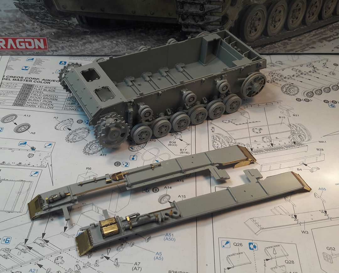 StuG.III Ausf.F/8 late production w/Winterketten - 1/35 704610Step6B