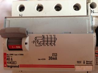 Remplacer un disjoncteur diférantiel mono par un tétra 713183IMG0611