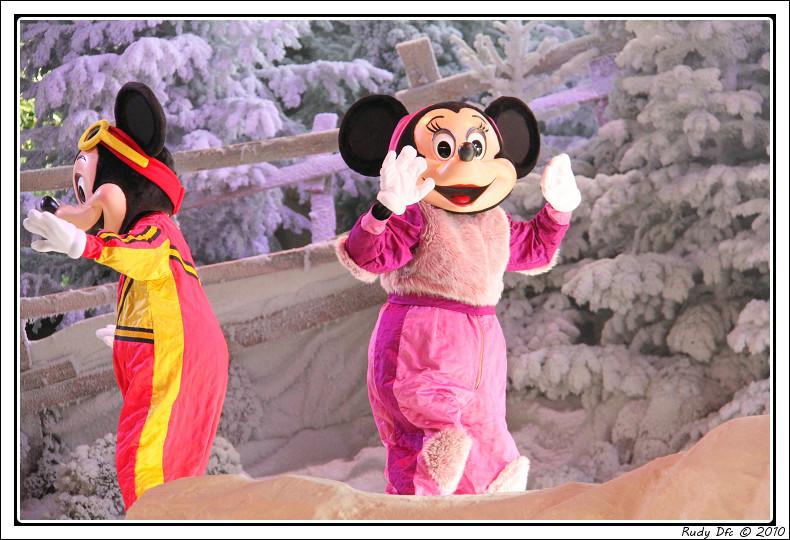 Spectacle Mickey et la magie de l'hiver - Page 3 714132IMG0761border